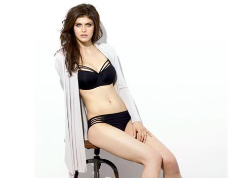 alexandra-daddario-bikini-635677496453325886-11462