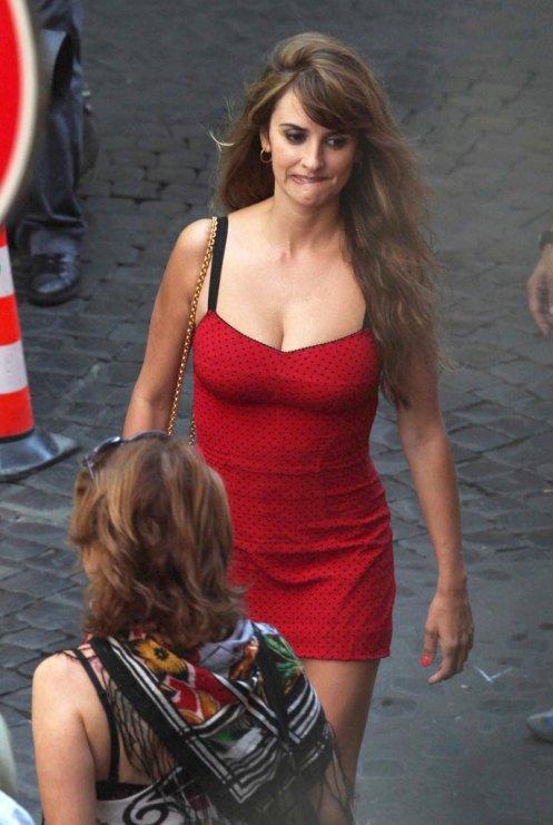 penelope-cruz-wore-dolce-amp-gabbana-dress