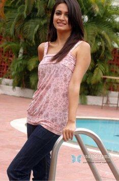 actress-kriti-kharbanda-sexy-photos-55_720_southdreamz