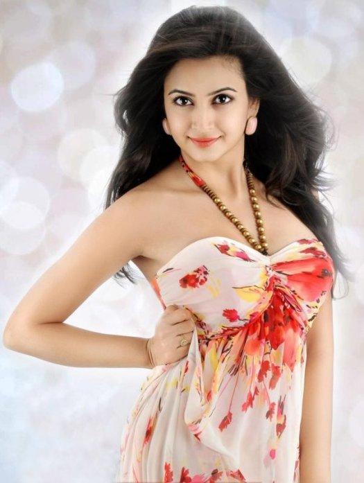 kriti-kharbanda-model-actress-om-ongole-gitta-chiru-googly