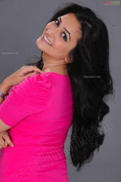 kriti-kharbanda-pink-dress-ragalahari-ps37