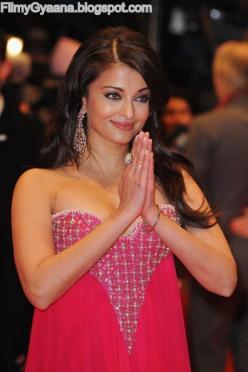 Aishwarya Rai Bachchan in Strapless dress1