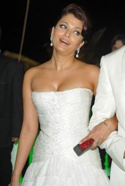 Aishwarya Rai Latest Hot Stills (1)