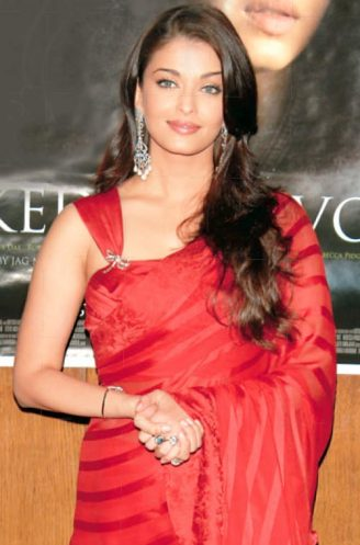 Aishwarya-Rai-Wedding-Saree-Designer-1