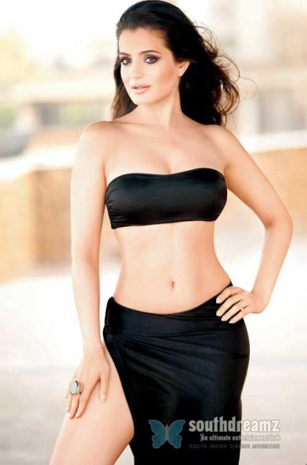 Ameesha-Patel-hot-photo