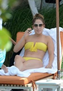 jennifer-lopez-yellow-bikini-7-392x560