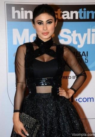 Mouni-Roy-sexy-black-dress-Hindustan-Time-stylish-TV-actress-640x920