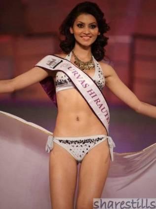 urvashi-rautela-swimsuit-photos-at-i-am-she-final-photo