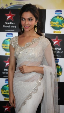 wallpaper_Bollywood-Actresses_Deepika-Pa_1372970292