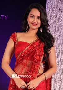 Bollywood-Heroines-Saree-Photos-03
