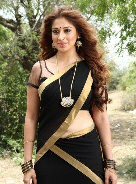 Lakshmi-Rai-aka-Raai-Laxmi-latest-hot-navel-show-photos-from-Sowkarpettai-movie (3)