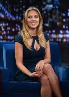 Scarlett-Johansson-at-Jimmy-Fallon-2013--07