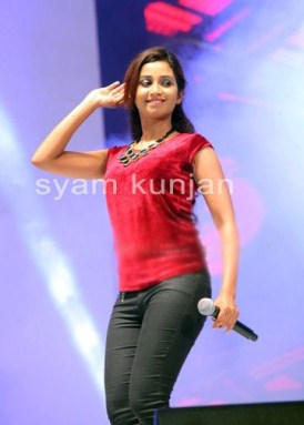Shreya ghoshal in red top & tight black jeans at singing night event sabhotcom (1)