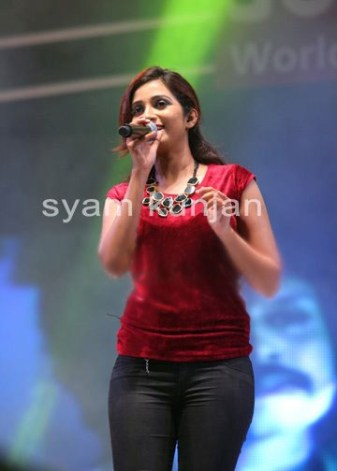 Shreya ghoshal in red top & tight black jeans at singing night event sabhotcom (4)