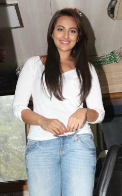 Sonakshi Sinha Latestl Pics in White T-Shirt (12)