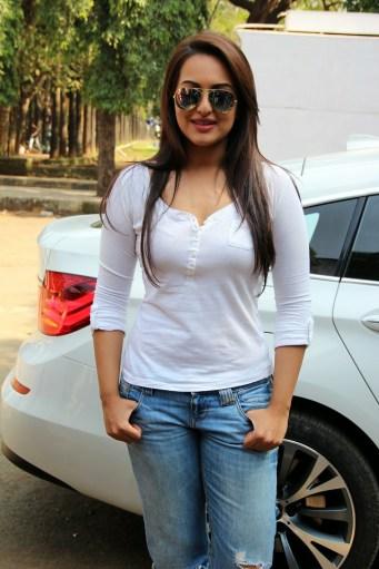 Sonakshi Sinha Latestl Pics in White T-Shirt (1)