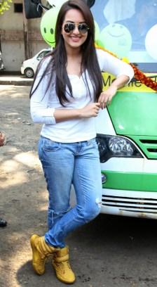Sonakshi Sinha Latestl Pics in White T-Shirt (5)