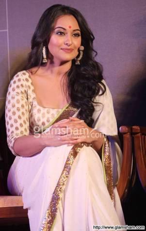 sonakshi-sinha-sensual-in-saree-at-sensual-in-saree-picture