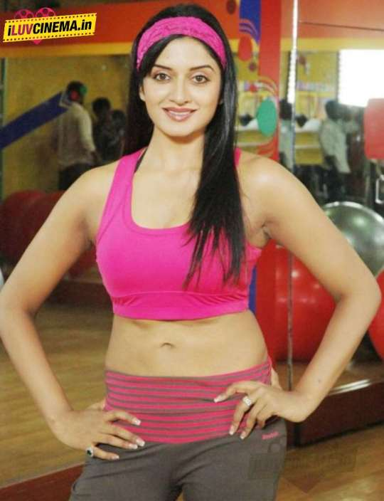 Actress-Vimala-Raman-Hot-Stills-14