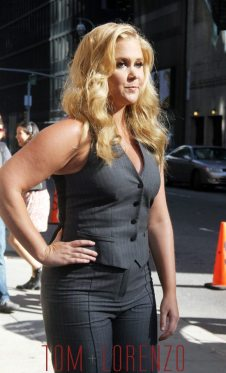 Amy-Schumer-Late-Show-Stephen-Colbert-TV-Style-SVPBS-Tom-Lorenzo-Site-TLO-2