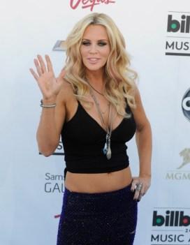 Jenny-McCarthy---2013-Billboard-Music-Awards--03-560x724