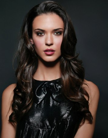 Odette-Annable-1