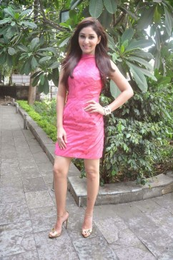 pooja-chopra-at-reliance-office-1659903344