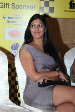 Varalaxmi Sarathkumar at JK Women_s Car Rally Hot stills (6)