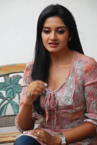 vimala-raman-latest-stills-006