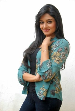 vimala-raman-new-photos-cf-gihana-khan-1761899003