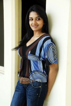 vimala_raman_jeans_hot_stills (7)