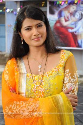 Kratika Sengar on the sets of Punar Vivah