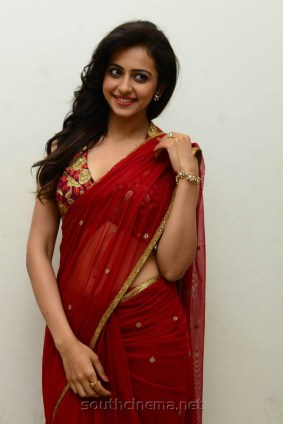 Actress-Rakul-Preet-Singh-Hot-Red-Saree-Stills-5