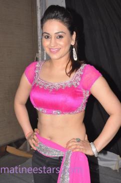 aksha-pardasany-hot-dance-at-aadu-magadura-bujji-audio-launch-14-large