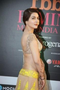 Ankita-Shorey-in-backless-blouse