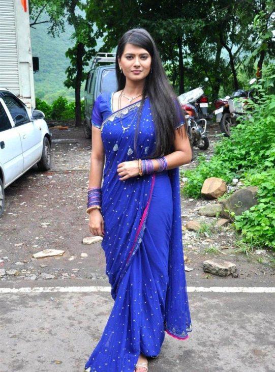 Kratika-Sengar-Hot-Saree-Images-Pictures-757x1024