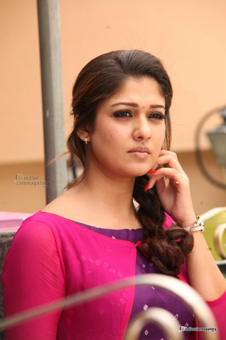 Nayanthara-in-Good-Evening-Movie-(37)7484