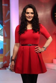 Preity_Zinta_looking-hot-in-red