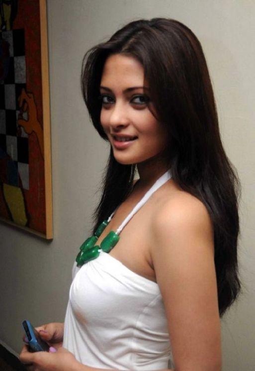 Riya Sen (28)