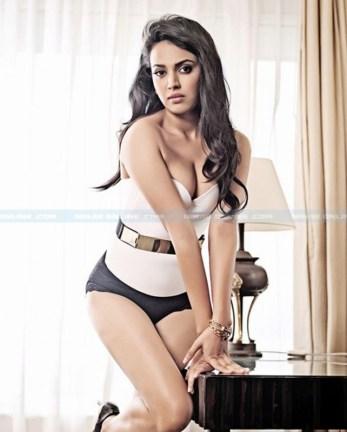 Swarna_Bhasker_hot_pics_niharonline(1)