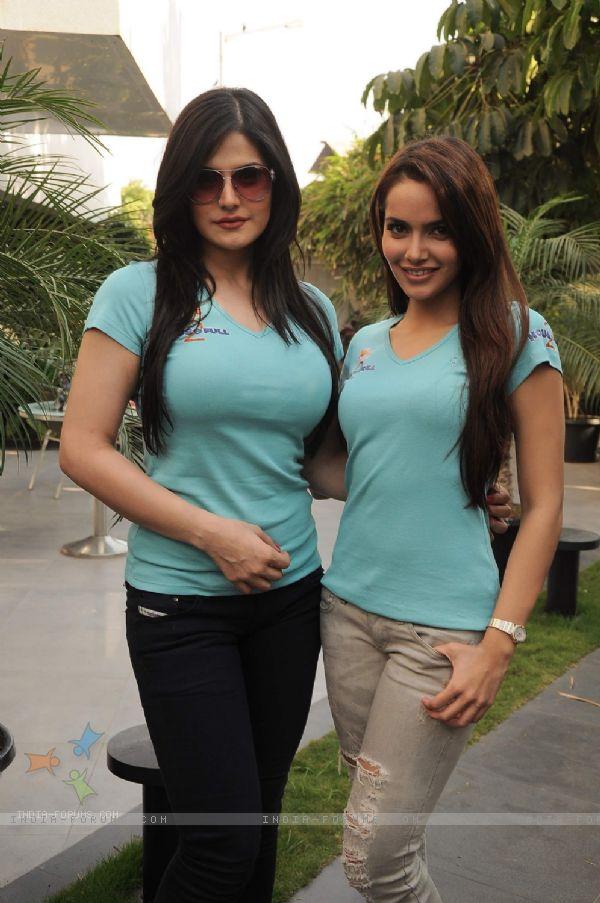 zarine-khan-jeans-3