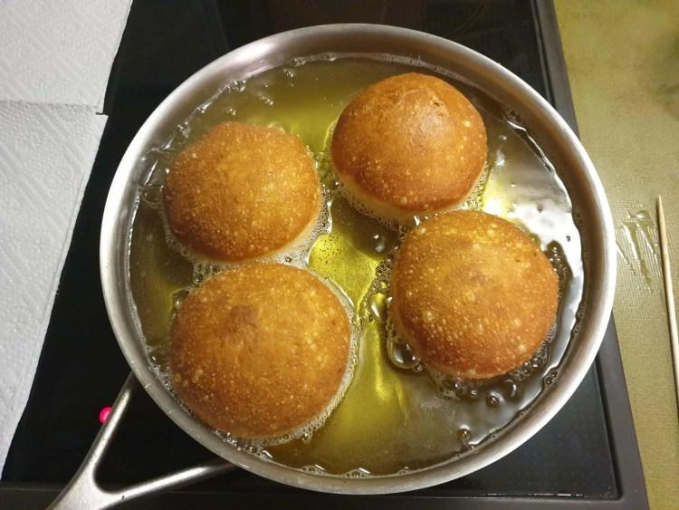 Frying the Krapfen