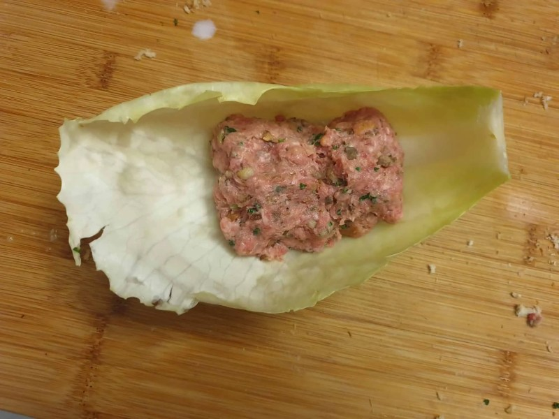 Filling the cabbage roll