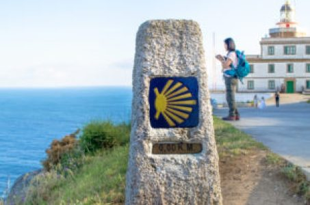 Girls Who Travel | The final shell marker of the Camino Frances