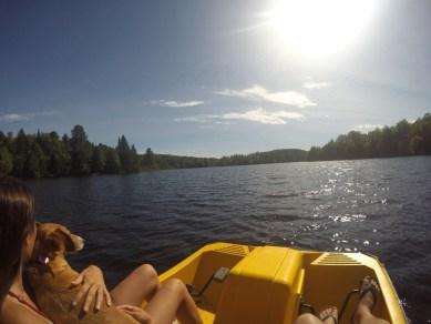 En pedalo sur le lac