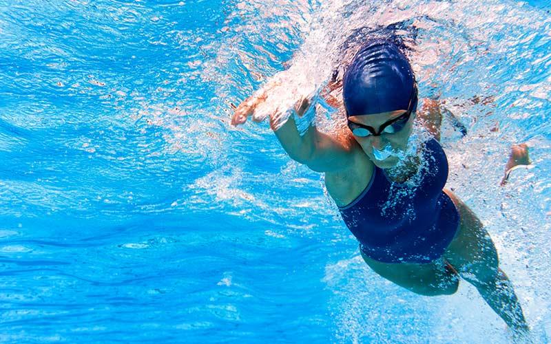Die Tricks zum Kraulschwimmen lernen für den Triathlon