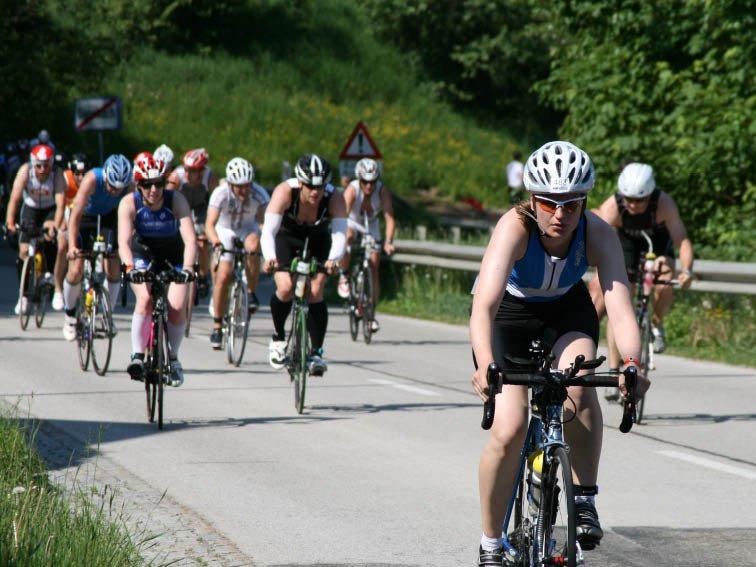 Ironman 70.3 Triathlon, Deine Trainingsplan-Autorin Anke am Anstieg in Gansbach
