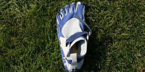 Fivefinger-Schuhe für das Barfußtraining im Trainingsplan Marathon & Triathlon