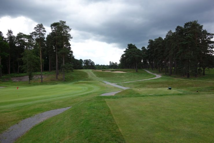Hole 2, Par 4, 325m at Swinley Forest Golf Club
