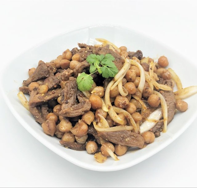 Тёплый салат из нута и баранины на марокканский лад